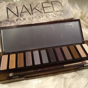 🎈HP 6/1🎈Urban Decay Naked Smoky Palette